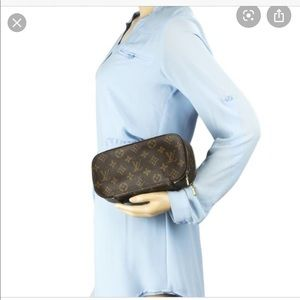 Louis Vuitton Bags - 💄 Louis Vuitton cosmetic case Trousse Blush GM